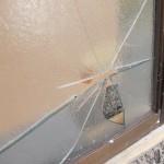 割れた窓ガラスの交換工事