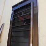 玄関ドア・勝手口ドアのリフォーム 風を採りいれて涼しく
