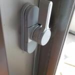 窓の鍵交換 壊れたカギを直す クレセント交換 万能クレセントで今すぐ交換