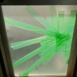 キッチンのドアのガラスが割れたので交換しました。