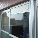エアコンの配管を窓から出す
